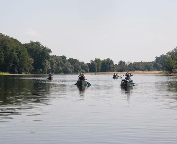 Kanus mit Pfadfindern auf der Loire, bei unserer Großfahrt in Frankreich.